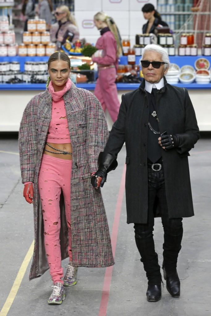 Chanel-Defile-fashion-week-paris-2014-Karl-Lagerfeld-690x1035